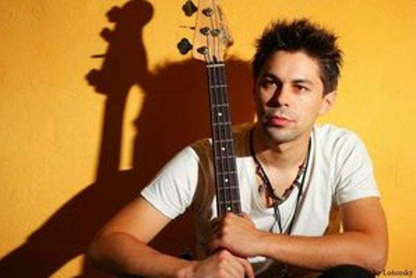 Kreatívny spevák Adam Ďurica chce osloviť počítačových maniakov.