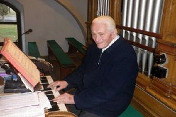 Adam Repka v kurimskom kostole hrá na organe už takmer 60 rokov.