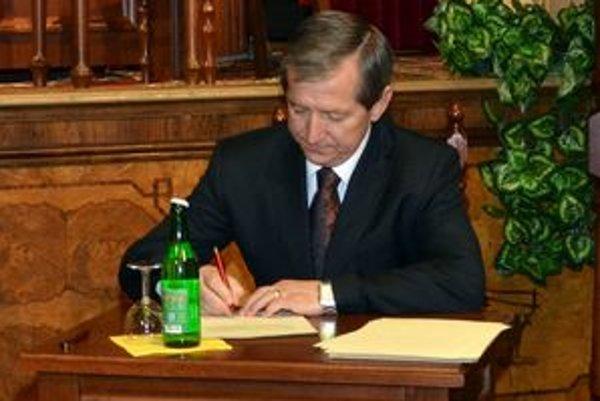 Mikuláš Komanický zažíva obdobie plné zmien. V decembri sa stal poslancom prešovského mestského zastupiteľstva, teraz zasadol na lavičku klubu, ktorý sa netají postupovými ambíciami.