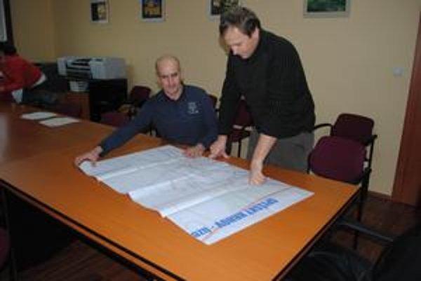 Zástupca starostu. P. Urda pôsobí v Spišskom Hrhove ako zástupca starostu - na snímke vľavo.