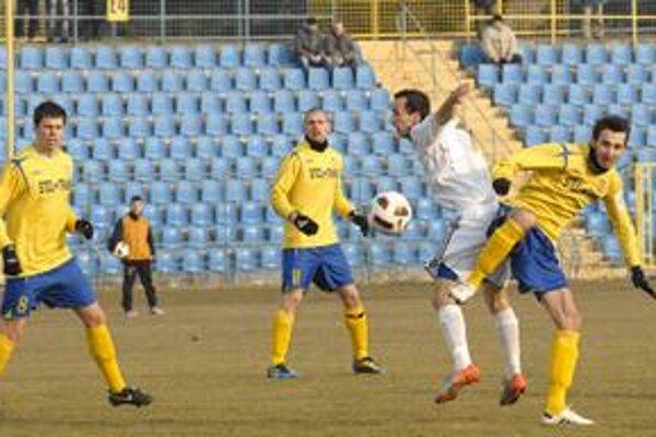Sviatočný strelec. Timon Dobias (vľavo) dal svoj prvý ligový gól a hneď víťazný.