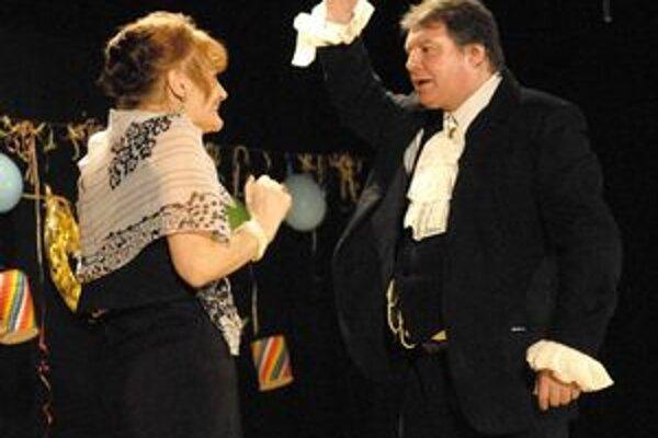 Zlatník Boldo a vdova Lukrécia. Starosta Grega ako amatérsky herec.