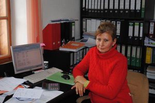Martina Ovčiariková. Napriek svojmu hendikepu pracuje.