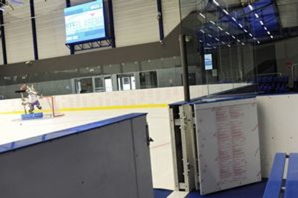 Ľadová plocha počas slávnostného otvorenia tréningovej haly pri Steel Aréne.