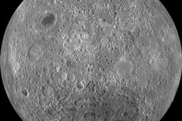Snímok odvrátenej strany Mesiaca. Americká sonda LRO, obiehajúca okolo Mesiaca, vyslala na Zem najpodrobnejšie snímky jeho povrchu.
