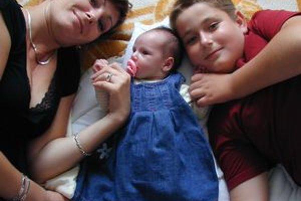 Prírastok. Pani Andrea so synom Markom a Ninou po narodení.