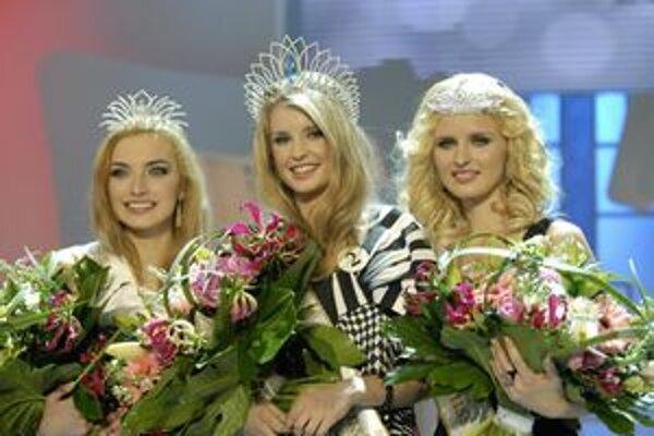 Tri najkrajšie Slovenky. Východniarska vicemisska Dušana Lukáčová (vľavo) má krásny nielen úsmev.