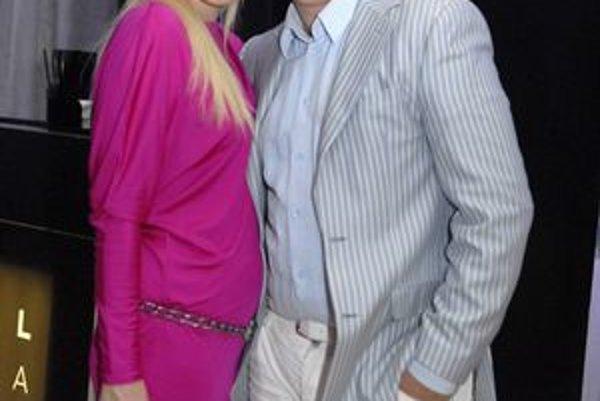 Zamilovaná Drobová. S priateľom Karolom Rumanom sú spolu v súkromí aj v TV Fashion. Deti zatiaľ neplánujú.