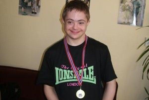 Dávid Boček. Zo zlatej medaily na európskom šampionáte mal obrovskú radosť. Doma i v škole ho čakala oslava.