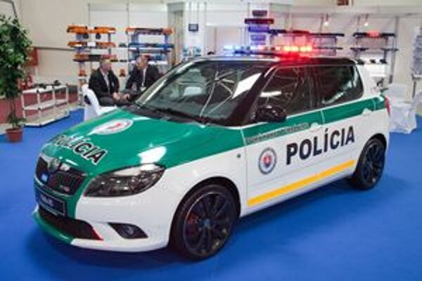 Škoda Fabia RS pre políciu. Štúdia policajnej fabie má balistickú ochranu proti strelám z bežných ručných zbraní.