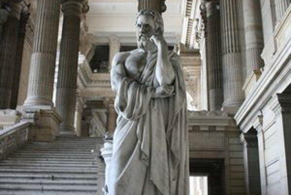 Socha Lykurga. Nachádza sa pred Justičným palácom v Bruseli.