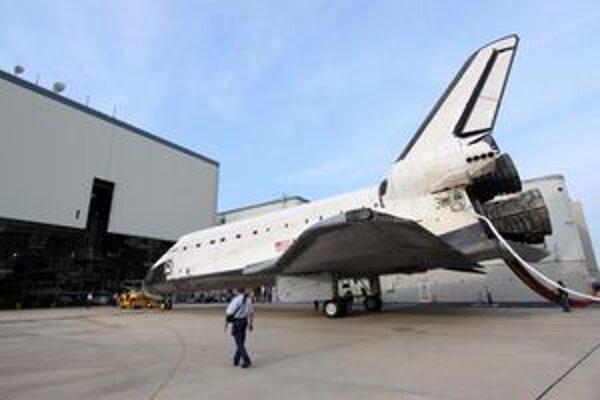 Raketoplán Endeavour po poslednom lete. Endeavour  sa stane exponátom v múzeu vedy v Los Angeles.