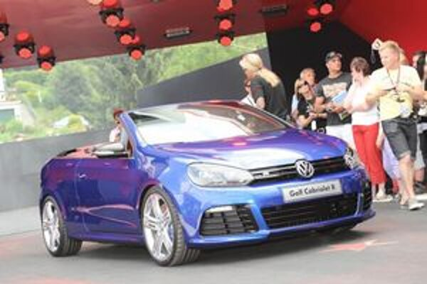 Štúdia kabrioletu VW Golf R. Na pohon štúdie slúži prepĺňaný dvojlitrový štvorvalec výkonu 199 kW.