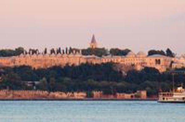 Pohľad na palác Topkapi. Palácový komplex sa začal stavať po dobytí Konštantínopolu Turkami v roku 1453.