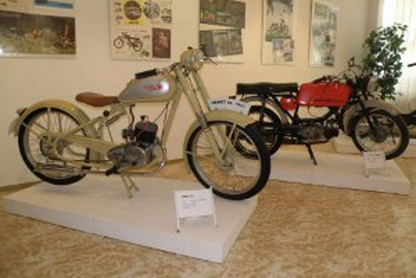 Motocykle sú vystavené v Hornonitrianskom múzeu v Prievidzi.