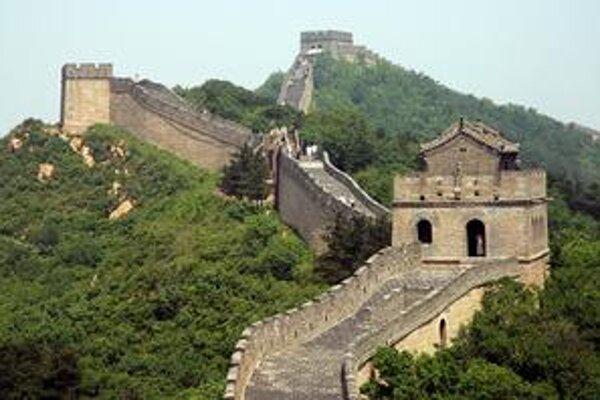 Veľký čínsky múr. Jednotlivé bloky múru sú spájané maltou, do ktorej bol pridávaný ryžový vývar.