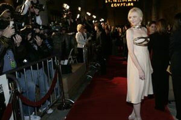 Kate Blanchett vie, že málo slnko a veľa vody znamená hebkú pleť aj po štyridsiatke.
