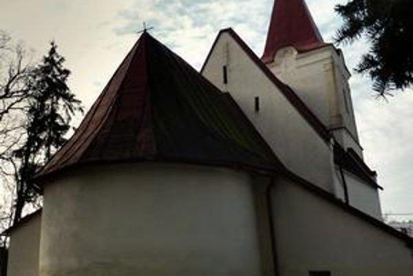 Východný pohľad na kostol v Raslaviciach.