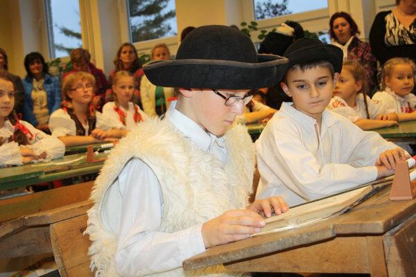 Retro vyučovanie pripravili v ZŠ na Školskej ulici v Handlovej.