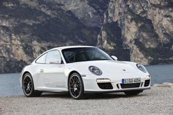 Porsche 911 Carrera GTS je ďalšou verziou slávnej deväťstojedenástky, ktorá debutovala v roku 1963.