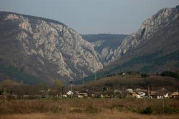 Krásna a tajomná tiesňava sa stala terčom legiend, ale aj cieľom horolezcov a jaskyniarov.