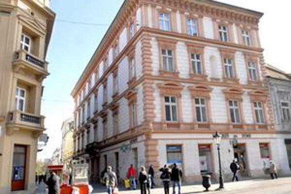 Lekáreň na rohu Hlavnej a Mlynskej v Košiciach. Nad vchodom bola plastika kráľovskej koruny, podľa ktorej dostala názov U uhorskej koruny.