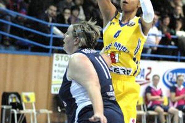 Návrat do Košíc. Alena Kováčová (vpravo) si zahrala proti bývalým spoluhráčkam.