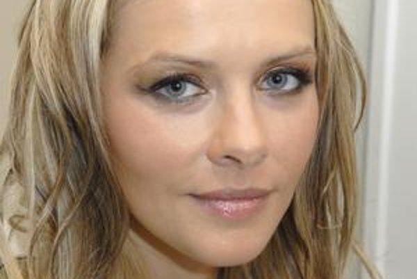 Okradnutá. Nielen exminister Lajčák, aj Eve Rezešovej - Varholíkovej ukradli Porsche Cayenne.