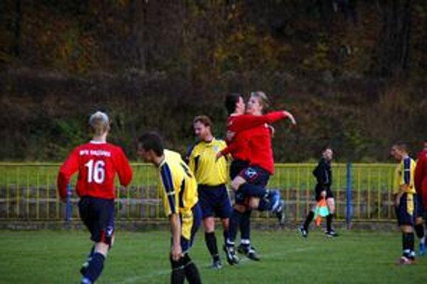 Slabá útecha. O jediný gól Rožňavy v zápase s Medzevom sa postaral Marcel Roth.