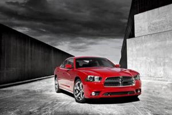Dodge Charger pre rok 2011. Tvary nového modelu sú inšpirované chargerom druhej generácie zrokov 1968 až 1970.