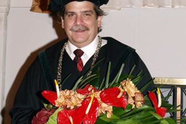 Profesor Mark W. Meisel. Univerzita P. J. Šafárika udelila prof. Meiselovi čestný titul Dr.h.c.
