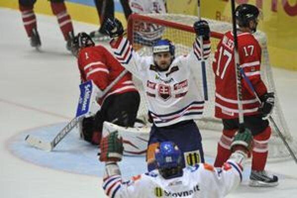 Radosť z gólu. Takto sa Rudolf Huna tešil v zápase s Kanadou po tom, ako vyrovnal na 1:1.