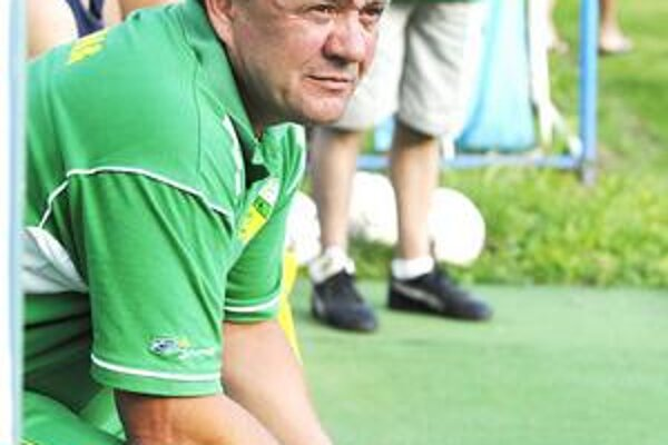 Pavol Diňa. Lodivod Sniny pozorne sleduje výkony svojich zverencov.