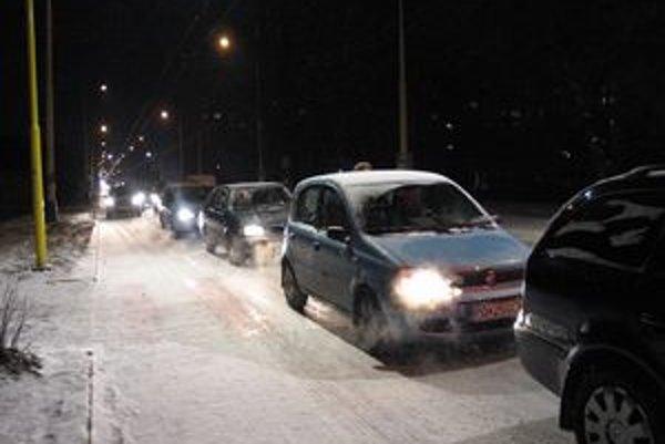Sneženie zasiahlo aj cesty v Prešove.
