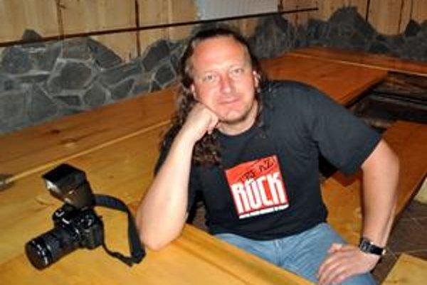 Rockový primátor Sylwester Pytel má na šéfa 12-tisícovej samosprávy netradičný imidž.