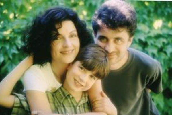 """Rodinka. S manželom Andrejom a synom Adamom sa tešia na """"vychodňarske"""" sviatky."""