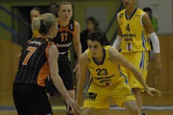 Znovu hrá. Slávke Bučákovej (vľavo) basketbal chýbal.