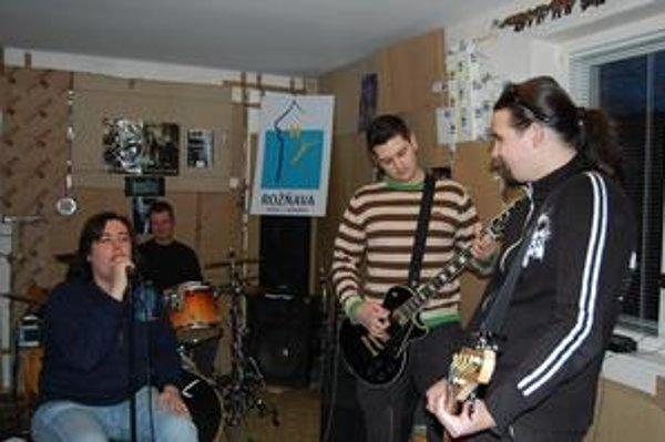 Chystajú nový album. Chlapci z MassRiot majú naň hotových už osem skladieb a sľubujú, že bude ešte lepší, než ten prvý - Kocky sú hodené.