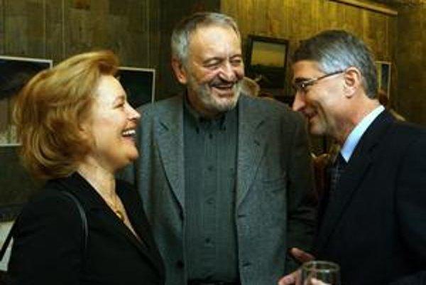 S manželkou. S Magdou Vašáryovou oslávia 30. výročie svadby.