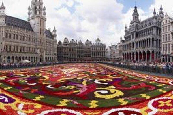Kvetinový koberec. Raz za dva roky v auguste vytvoria kvetinári na námestí nádherný kvetinový koberec.