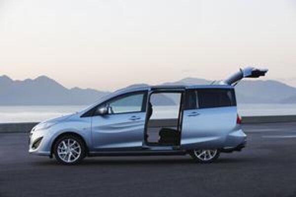 Mazda5 druhej generácie. Aj nový model má posuvné zadné bočné dvere a veľké, nahor odklopné zadné veko.