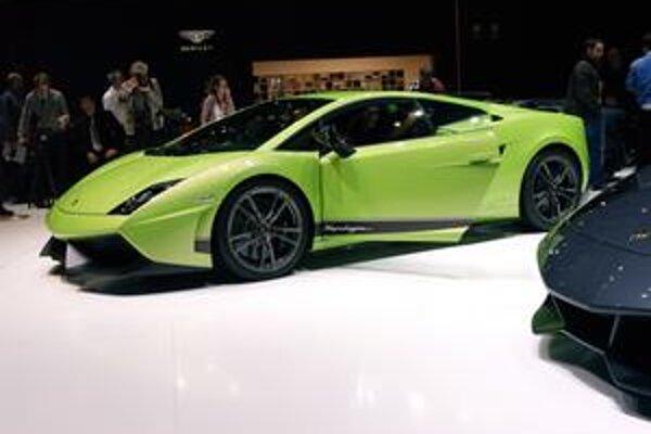 Lamborghini Gallardo Superleggera. Verzia Superleggera (superľahká) je o 70 kg ľahšia ako štandardný model Gallardo.