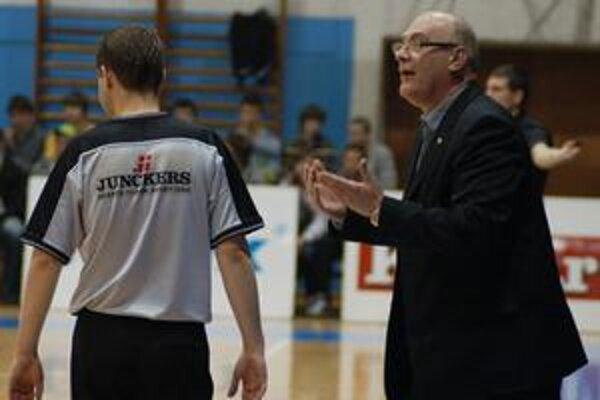 Smutný tréner. Nielen prehra v Prievidzi, ale aj udalosti v rodnej krajine spôsobili trénerovi Spišiakov veľký žiaľ.