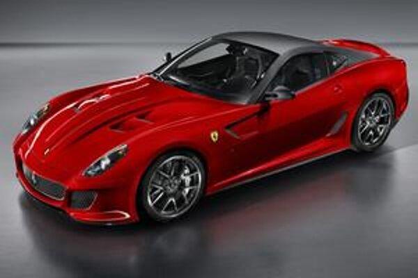 Nové Ferrari 599 GTO. Model 599 GTO je v podstate cestnou verziou pretekárskeho vozidla 599XX.