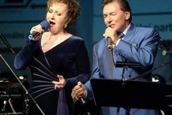 Jedinečné hlasy. Eva Urbanová a Karel Gott.