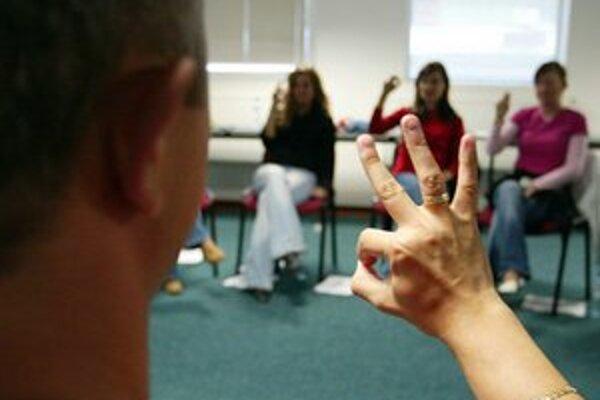 Deň nepočujúcich je skvelá príležitosť osvojiť si posunkový jazyk.
