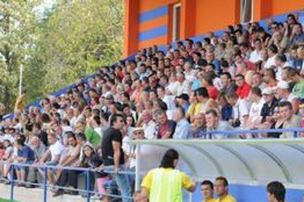 Zaplnené tribúny. V Michalovciach bolo takmer 2 000 divákov.