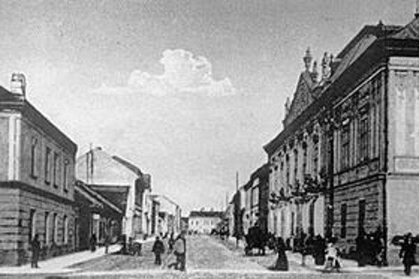 Prešov v 19. storočí. Terajšia Slovenská ulica, predtým Kossuth Lajos utca v Uhorskom Prešove.