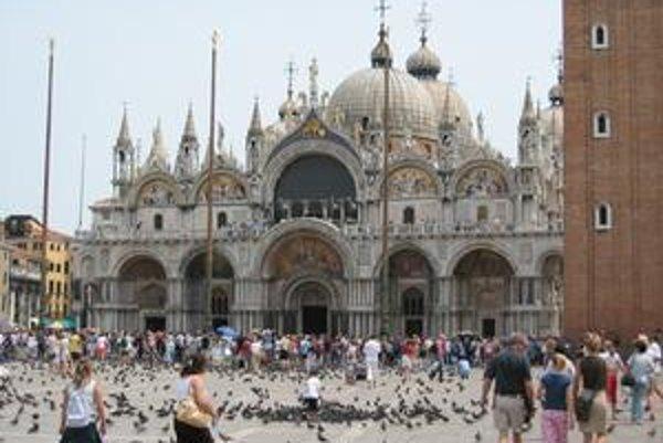 Bazilika sv. Marka. Neodmysliteľnou súčasťou námestia sv. Marka sú holuby.