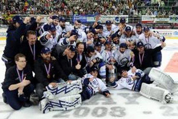 Obhajcovia prvenstva. Extraligový titul získali naposledy hokejisti HC Košice.